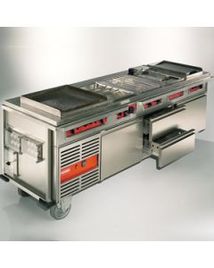 Grote bakwand combinatie met Grill/bak plaat, bain-marie friteuse, gaststel, gladde bakplaat koelkast en 2 vrieslades